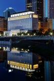 Перспектива сценарного nighttime городская стоковое фото