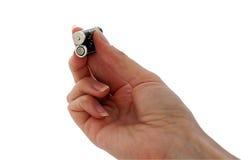 перста батареи aaas держали 2 Стоковые Фотографии RF