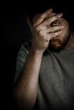 перста смотря пугающее человека застенчивое Стоковое фото RF