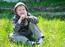 перст мальчика его указывая право Стоковое Фото