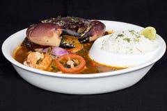 Перуанская еда: Суп краба вызвал Parihuela Сделанный с продуктом моря, креветка, рис, aji стоковые изображения