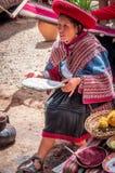 Перуанская женщина в Chinchero стоковые фотографии rf