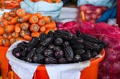 Перуанская черная мозоль на рынке в Cuzco Стоковое фото RF