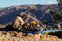 Перуанский продавец ремесленника сувенира улицы стоковая фотография