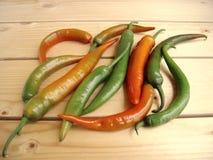 Перцы горячего chili на деревенской таблице Стоковое Изображение RF