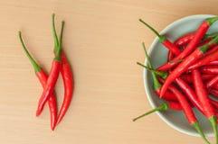 Перцы горячего chili на деревянном столе Стоковая Фотография