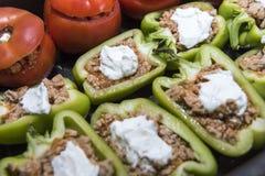 Перцы и томаты заполненные с мясом стоковое фото rf