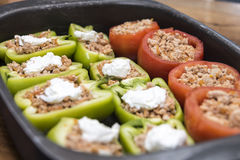 Перцы и томаты заполненные с мясом Стоковые Фотографии RF