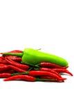 Перцы красного Chili и зеленый перец на белой предпосылке Стоковое фото RF