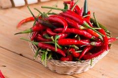 перцы chili корзины горячие красные Стоковое Фото