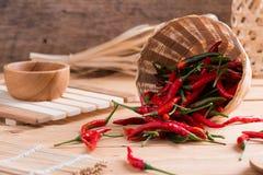 перцы chili корзины горячие красные Стоковое Изображение RF