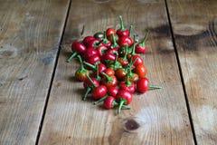 перцы chili предпосылки деревянные Стоковая Фотография RF