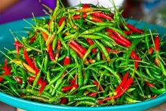 Перцы Chili для сбывания на рынке Стоковая Фотография RF