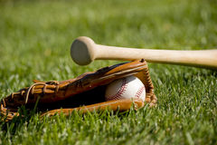 перчатка бейсбольной бита шарика Стоковая Фотография