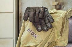 Перчатка и куртка для защиты Стоковое фото RF