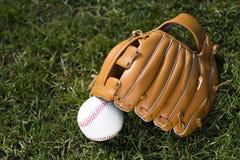 Перчатка и шарик бейсбола Стоковое Изображение RF
