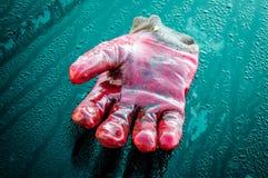 Перчатка макроса и голубая предпосылка стоковая фотография rf