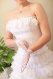 перчатка невесты кладет белизну стоковые изображения