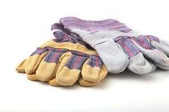 Перчатки безопасности на белой предпосылке Защитные перчатки работника Стоковые Фото