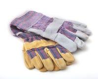 Перчатки безопасности на белой предпосылке Защитные перчатки работника Стоковое Изображение