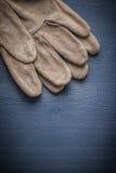 2 перчатки безопасности на голубой доске Стоковые Изображения RF