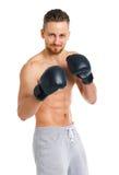 Перчатки бокса атлетического привлекательного человека нося на белизне Стоковое Изображение