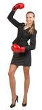 Перчатки бокса коммерсантки нося стоя с стоковая фотография rf