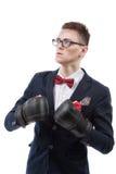 Перчатки бокса молодого кавказского бизнесмена нося Стоковое фото RF