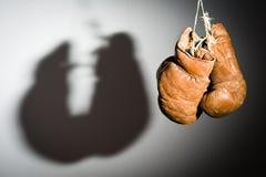 перчатки бокса старые стоковая фотография