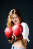 перчатки девушки бокса красные Стоковое фото RF
