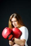 перчатки девушки бокса красные Стоковая Фотография RF