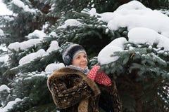 перчатки девушки красные Стоковое Фото