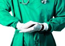 перчатки его кладя хирург Стоковое Изображение RF