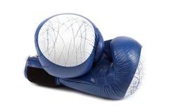 Перчатки и повязки бокса на белой предпосылке Стоковые Изображения RF