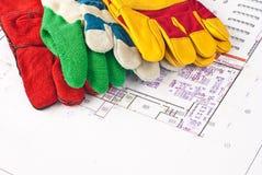 перчатки конструкции защитные стоковые фото