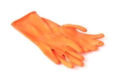 Перчатки оранжевого цвета резиновые для очищать на белой предпосылке, hou Стоковые Фото