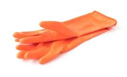 Перчатки оранжевого цвета резиновые для очищать на белой предпосылке, ho Стоковое фото RF