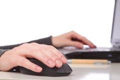 пер мыши коммерсантки изолированное компьютером Стоковая Фотография RF