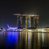 ПЕСКИ ЗАЛИВА МАРИНЫ, СИНГАПУР 5-ОЕ НОЯБРЯ 2015: Красивый лазер s стоковые фотографии rf