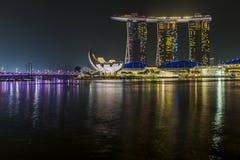 ПЕСКИ ЗАЛИВА МАРИНЫ, СИНГАПУР 5-ОЕ НОЯБРЯ 2015: Красивый лазер s стоковая фотография rf