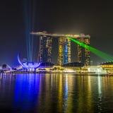ПЕСКИ ЗАЛИВА МАРИНЫ, СИНГАПУР 5-ОЕ НОЯБРЯ 2015: Красивый лазер s стоковые изображения rf