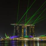 ПЕСКИ ЗАЛИВА МАРИНЫ, СИНГАПУР 5-ОЕ НОЯБРЯ 2015: Красивый лазер s стоковое фото rf