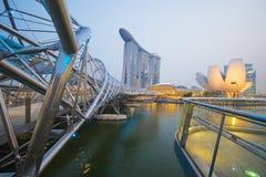 ПЕСКИ ЗАЛИВА МАРИНЫ, СИНГАПУР 12-ОЕ ОКТЯБРЯ 2015: Мост i винтовой линии Стоковые Фото