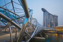 ПЕСКИ ЗАЛИВА МАРИНЫ, СИНГАПУР 12-ОЕ ОКТЯБРЯ 2015: Мост i винтовой линии Стоковое фото RF