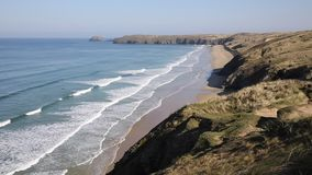 Пески Perran приставают северный Корнуолл к берегу акции видеоматериалы