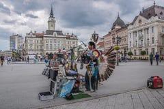 Песнопение коренного американца в главной улице в Novi унылом стоковые фото
