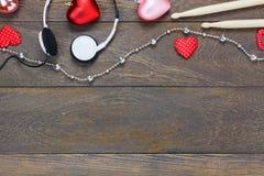 Песня о любви музыки и предпосылка валентинок наушники, Д-р Стоковая Фотография