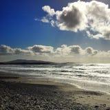 Песок Атлантического океана моря заволакивает синь стоковое изображение