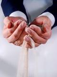 песок владением рук дела к пробовать Стоковые Изображения RF