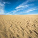 Песок в дюнах Maspalomas, малой пустыне на Gran Canaria, Испании Песок и небо Стоковые Фотографии RF